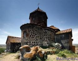 Айраванк и мегалитическая крепость / Достопримечательности Армении