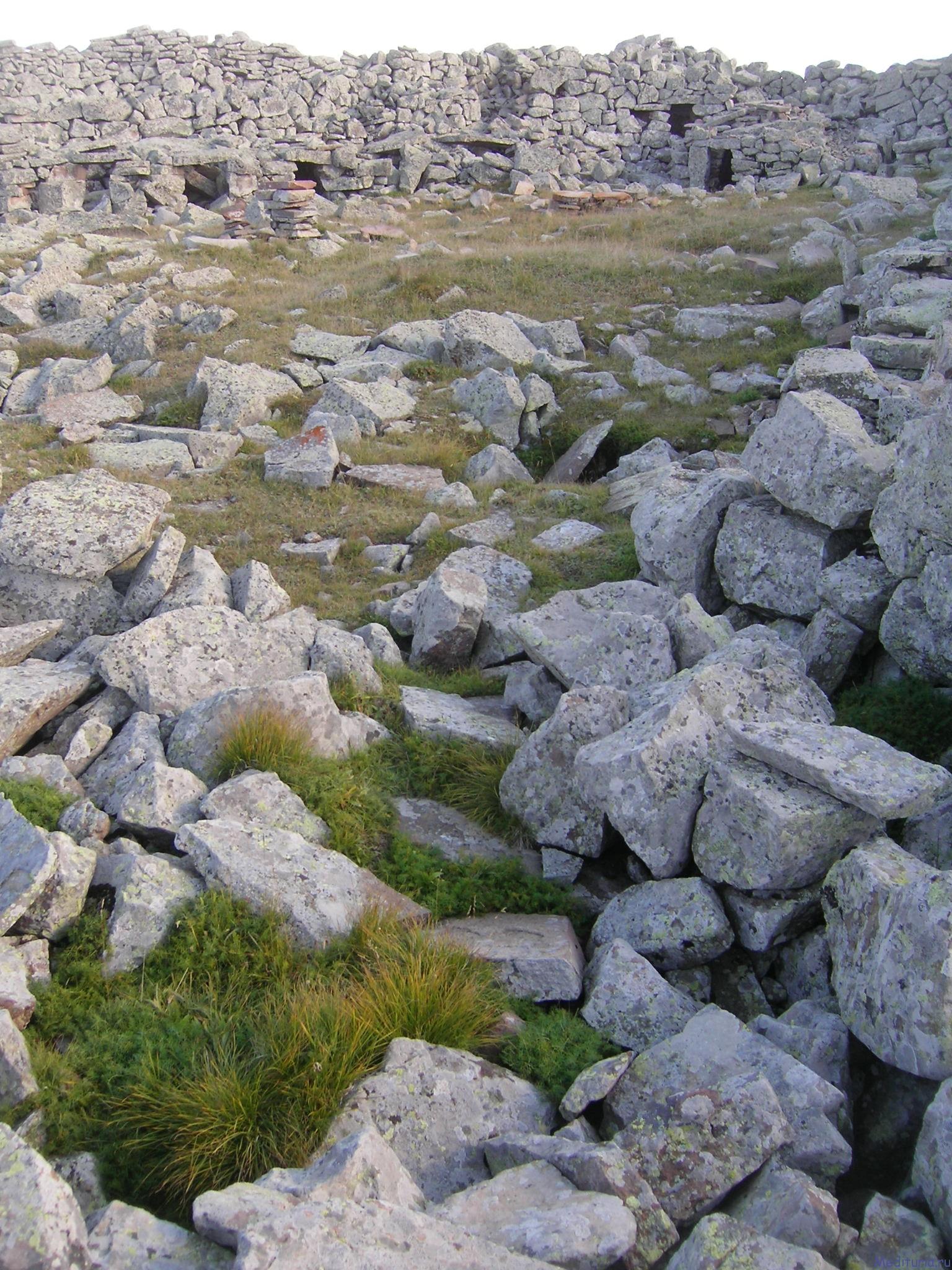 Фото галерея озера Парвани и мегалитической крепости Абули